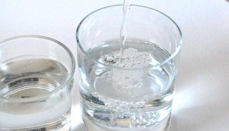 cuanta agua hay que beber al día para una buena hidratacion