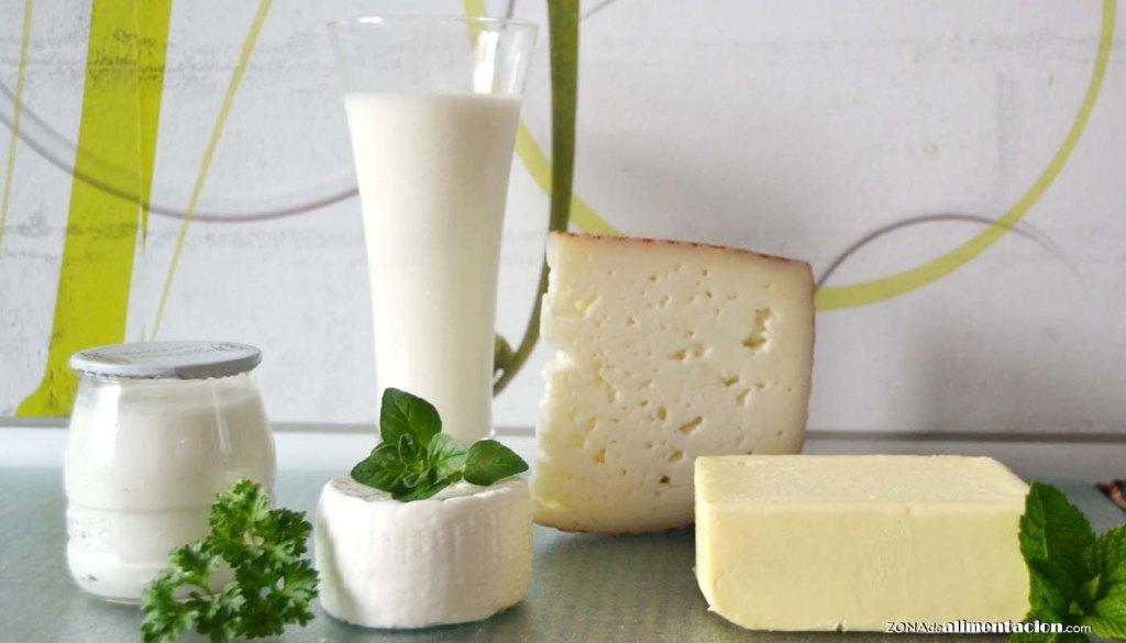 calorías, índice glucémico y valor nutritivo o nutricional y propiedades de la leche de vaca y los lácteos: yogur, mantequilla, quesos