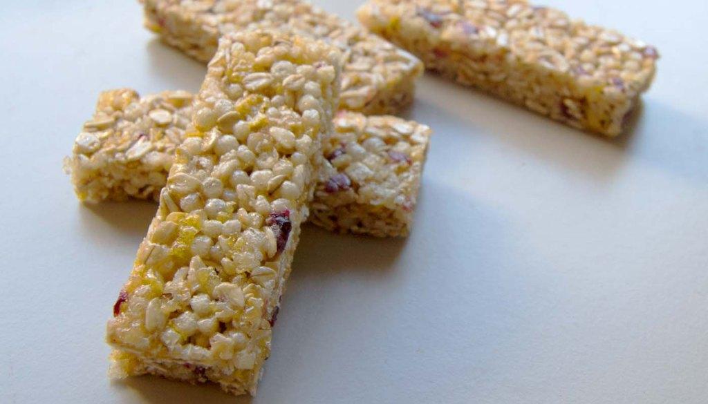 Cómo hacer en casa barritas energéticas de cereales y frutos caseras. Real fooding, comida auténtica y hábitos para comer sano. Alimentación saludable y sana