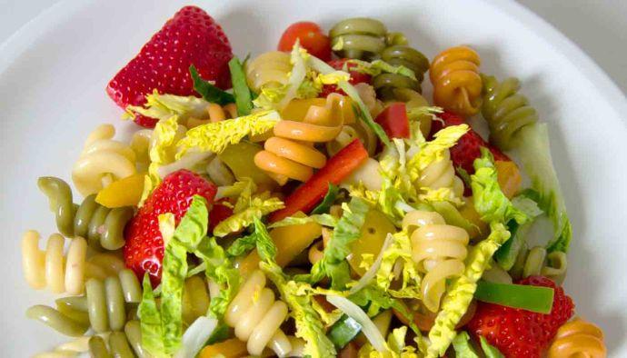 Receta de ensalada de pasta y fresas - recetas de ensaladas - recetas vegetarianas y veganas